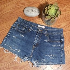 Distressed Levi's shorts 6